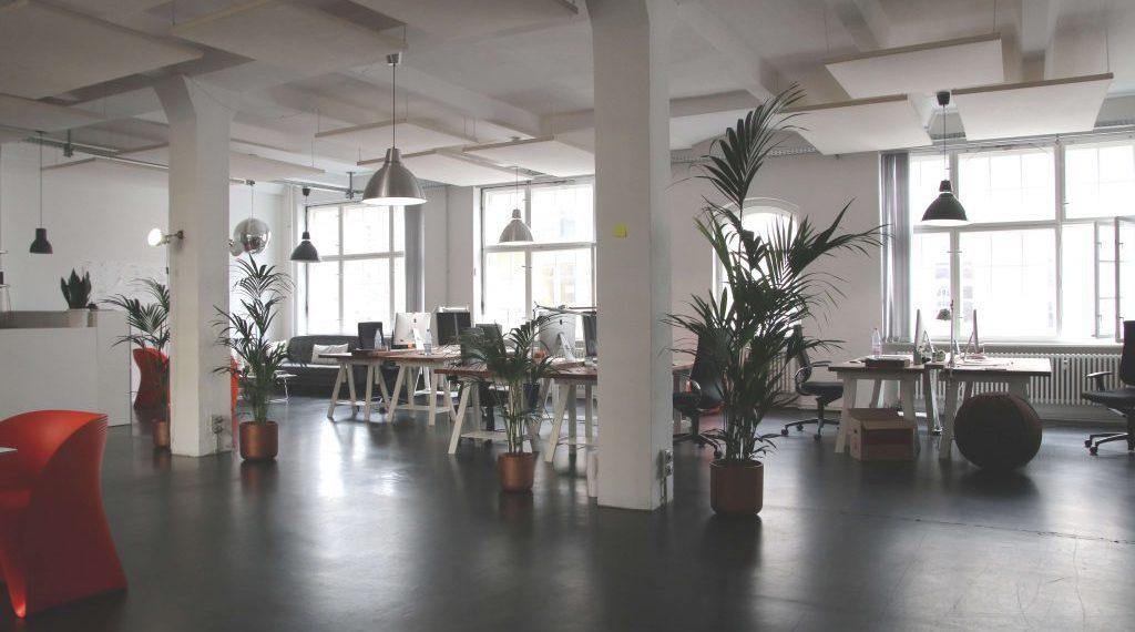 Quais as opções de estação de trabalho minha empresa terá em um coworking?
