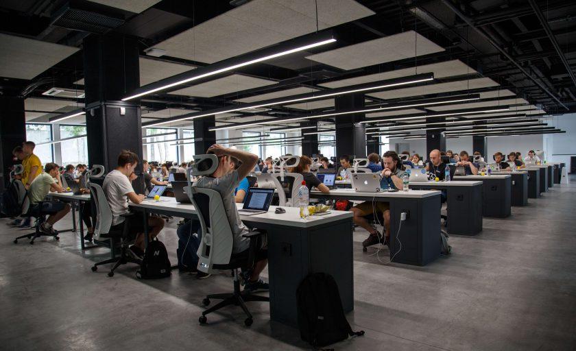 Entenda as principais diferenças entre coworkings e escritórios tradicionais