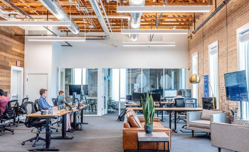 Por que uma grande empresa deveria adotar os escritórios de coworking