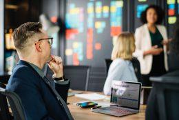 Por que espaços modernos de coworking são ótimos para cortar as despesas comerciais?