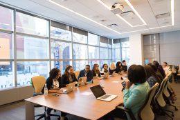 Além do escritório tradicional: por que mais empresas estão usando o coworking