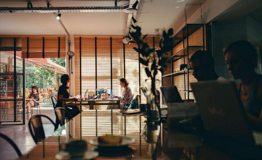 7 maneiras de fazer as pessoas amarem os escritórios compartilhados