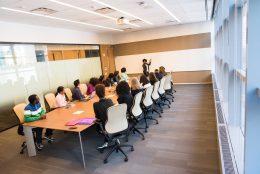 Como criar um ambiente perfeito para uma sala de reunião